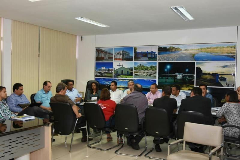 Reunião entre SINTE e os poderes Municipal e Legislativo discute melhorias para professores