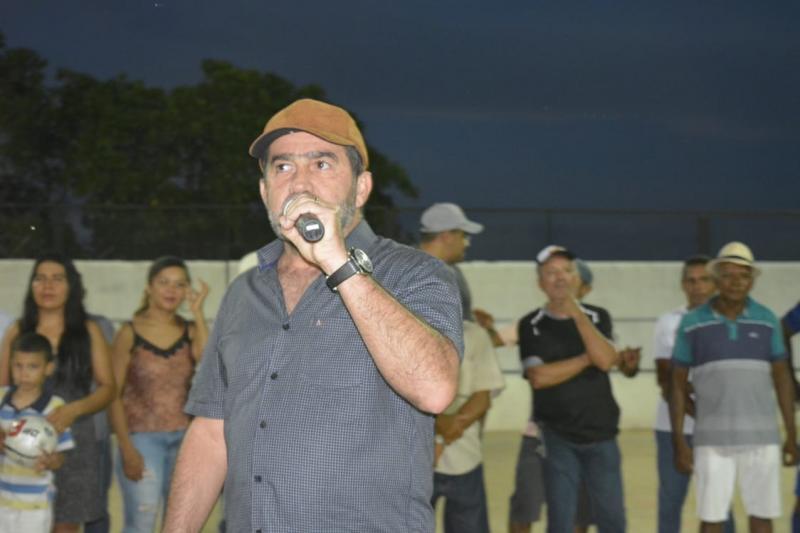 Prefeito Zé Raimundo entrega quadra de esportes no povoado Buriti do Rei