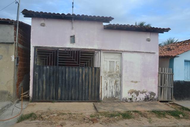 Vendem-se duas casas na Vila Henrique Costa em Simplício Mendes