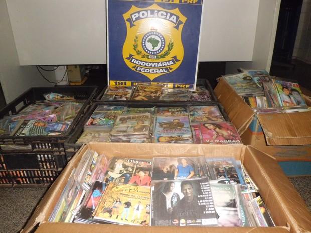 PRF apreende carga de DVD's e CD's piratas na BR-343