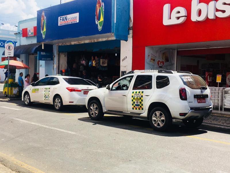 Táxis são autorizados a circular em faixas de ônibus em Teresina