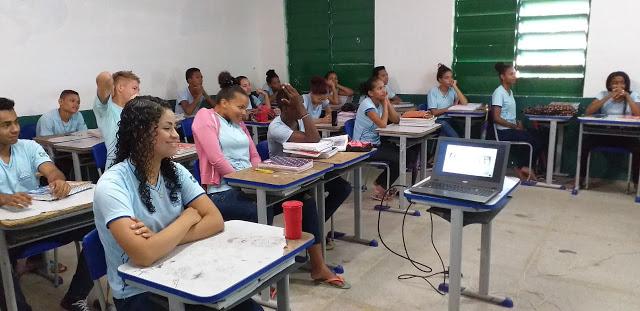 Palestra abordou sexualidade e prevenção de ISTs nas escola.
