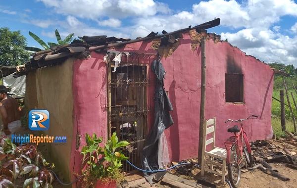 Casal perde tudo após ter casa incendiada no Piauí