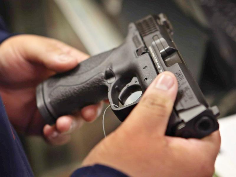 Exército vai decidir quais armas cidadãos vão poder comprar