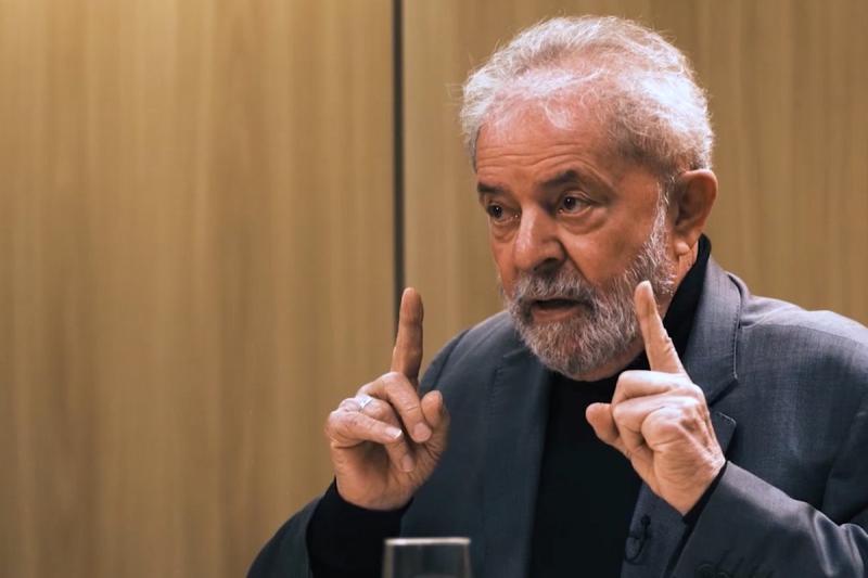 """""""Bolsonaro é como o imperador Nero: incendeia todo o país"""", afirma Lula"""