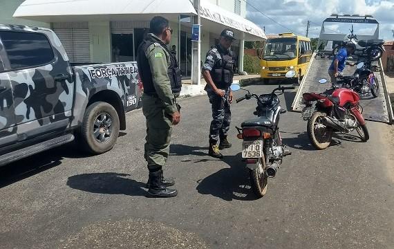 PM faz blitz e apreende motos roubadas na operação 'Trânsito Seguro' em cidades do Médio Parnaíba