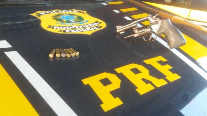PRF prende homem por porte ilegal de armas na BR 230