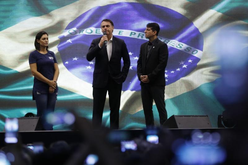 Povo está indo às ruas em defesa do futuro da nação, diz Bolsonaro