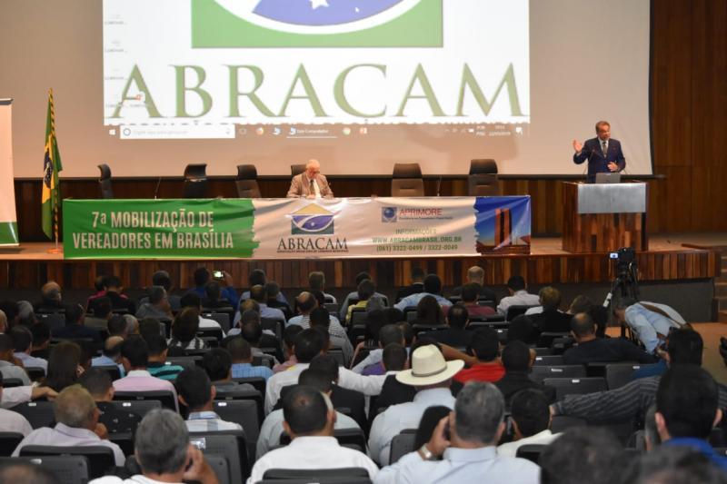 A vereadores, Alvaro Dias ressalta impacto negativo da corrupção ...