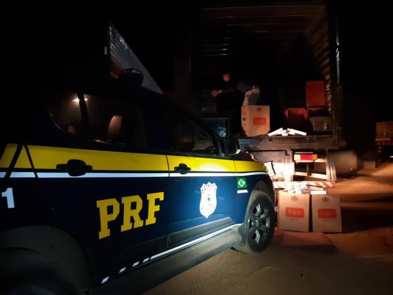 PRF apreende 126 mil maços de cigarros em caminhão na BR-316