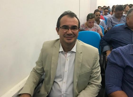 Prefeito Osvaldo Bonfim participa de reunião na APPM com ministro da Saúde