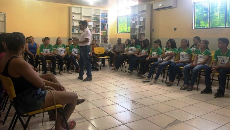 Prefeito reúne alunos classificados na OBMEP e pais para planejar apoio