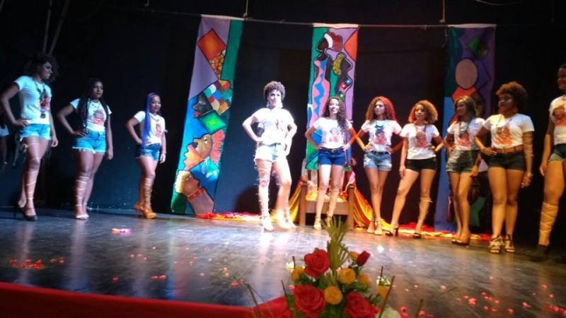 Festa da Beleza Negra lota o Teatro Maria Bonita