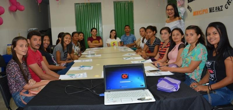 Projeto 'Adote um aluno' é apresentado a voluntários em Massapê