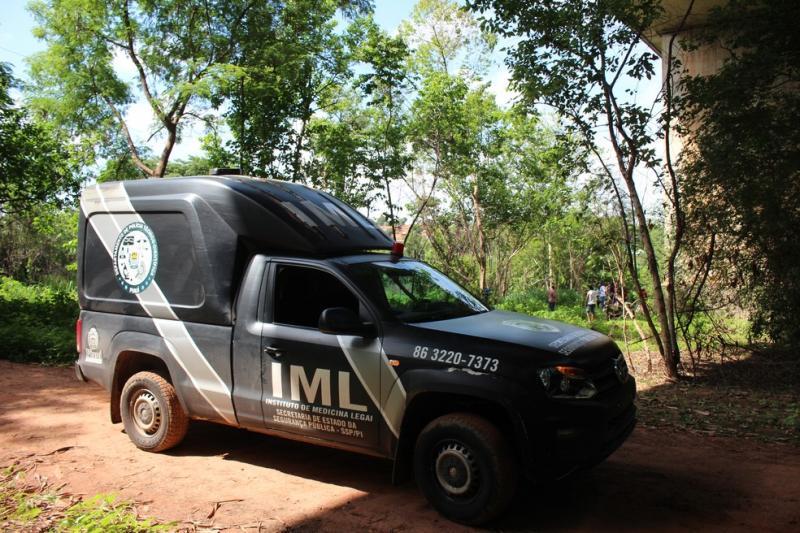 Mulher morre após colisão entre carro e moto em Teresina