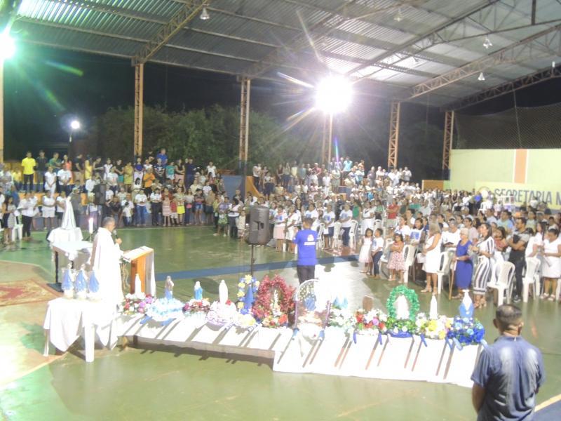 Multidão de fiéis participam da Santa Missa de encerramento do mês Mariano