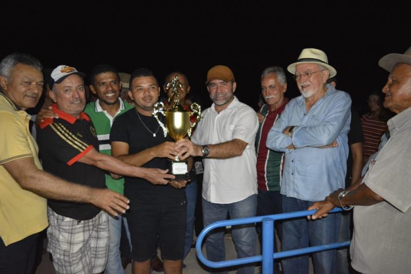 Prefeito Zé Raimundo inaugura campo de futebol na zona rural de Oeiras