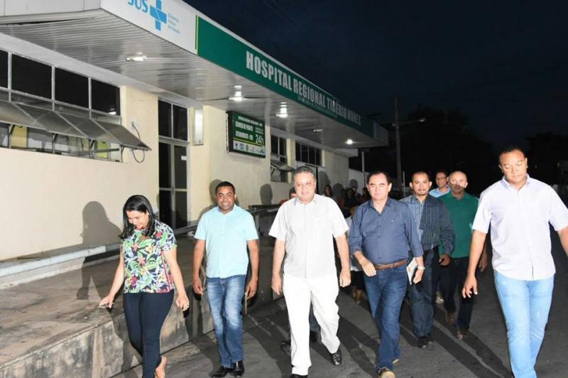 Secretário de Estado da Saúde Florentino Neto visita Hospital Tibério Nunes após incêndio