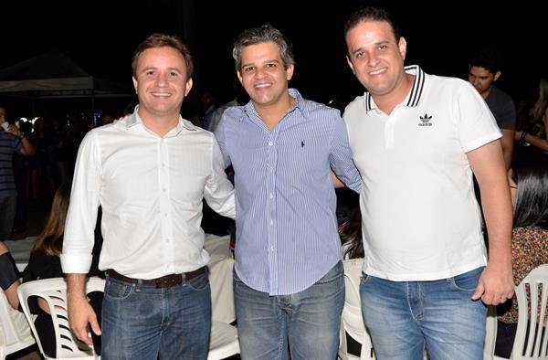 Prefeito Junior Bill  prestigia festa de aniversário de Miguel Leão