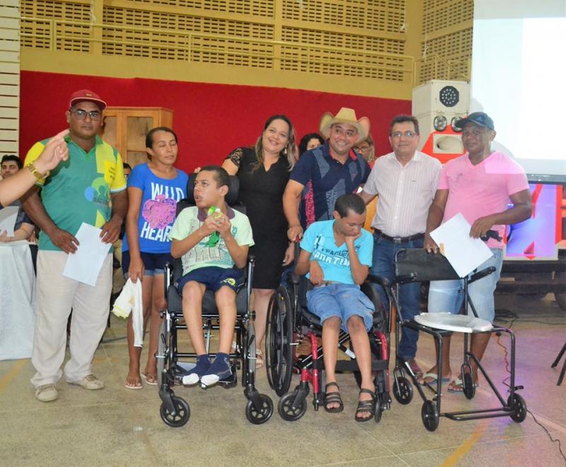SMS de Joaquim Pires entrega equipamentos ortopédicos