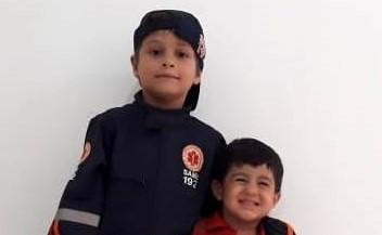 Criança de 7 anos salva primo que se engasgou com espinha de peixe