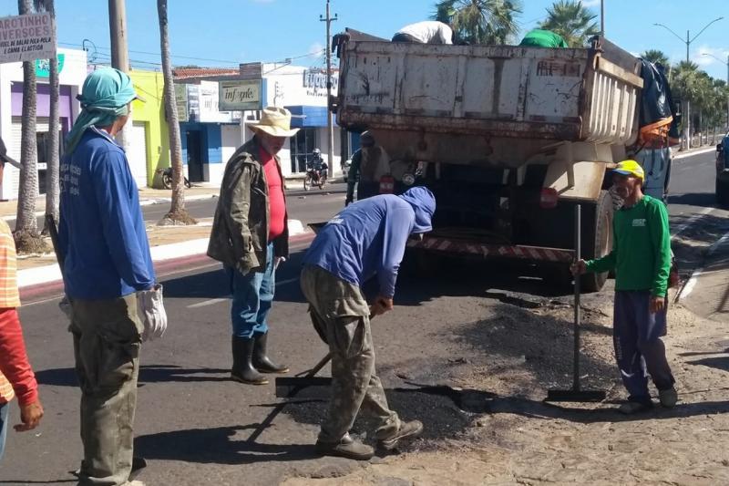 Prefeitura de Campo Maior inicia operação tapa boracos em ruas e avenidadas