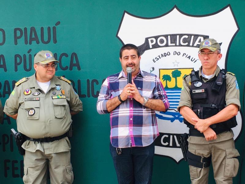 Prefeito Antonio Neto reinaugura delegacia em Lagoa do Piauí