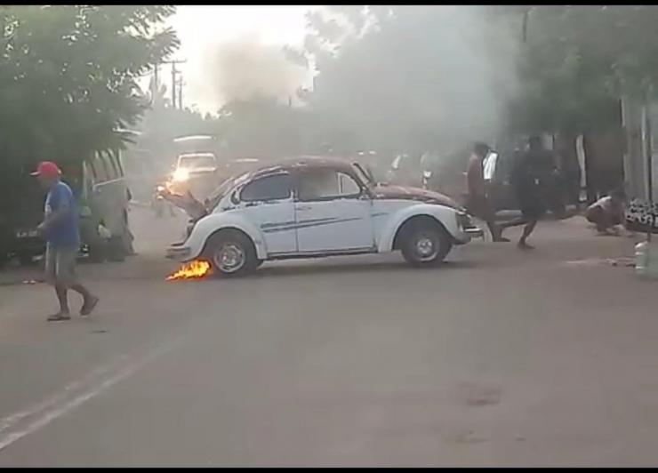 Carro pega fogo após motorista tentar ligar veículo no PI