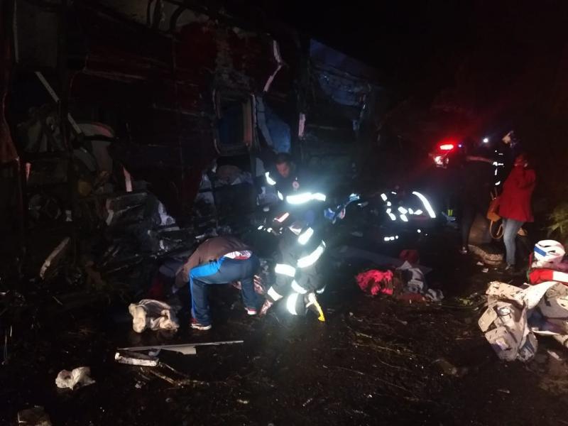 Acidente com ônibus de turismo deixa 10 pessoas mortas