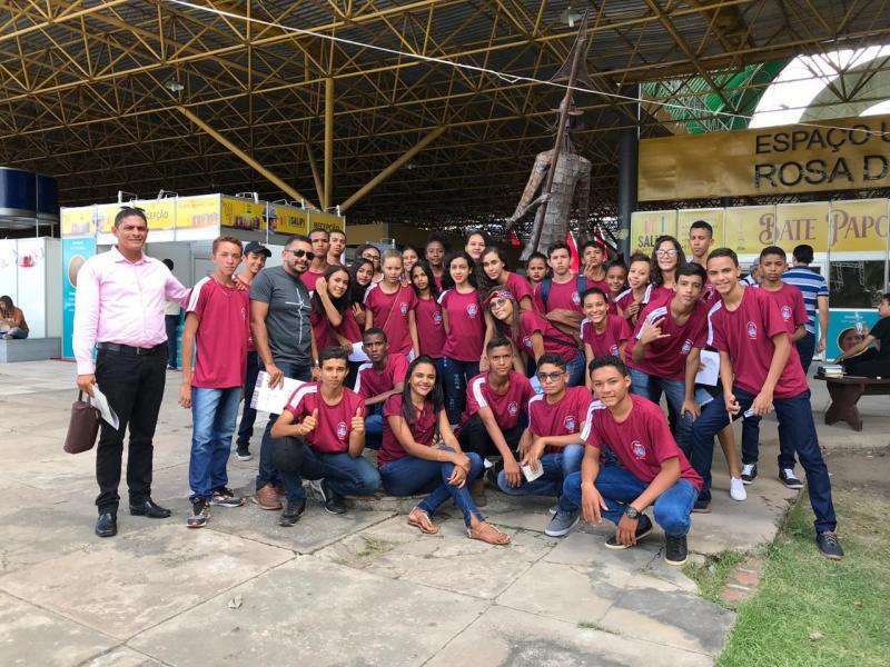 Alunos de Santa Cruz dos Milagres visitam TV e SALIPI em Teresina