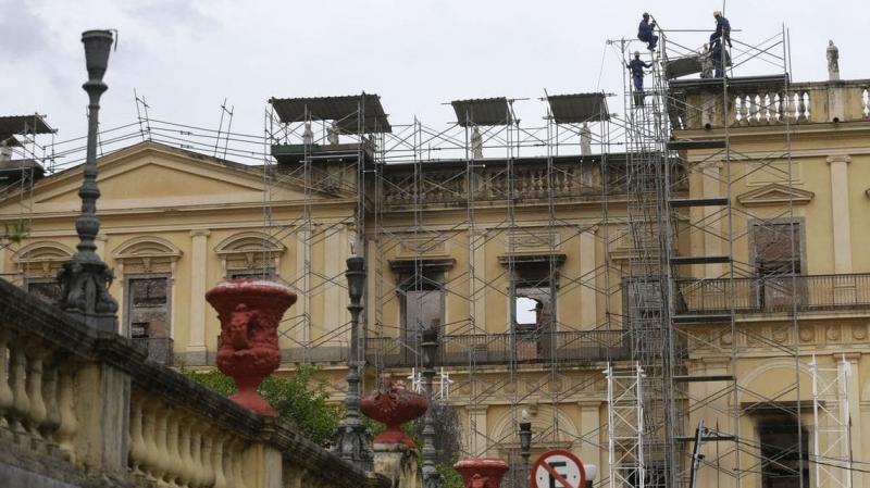 MEC oferece R$ 900 mil para reconstrução do Museu Nacional