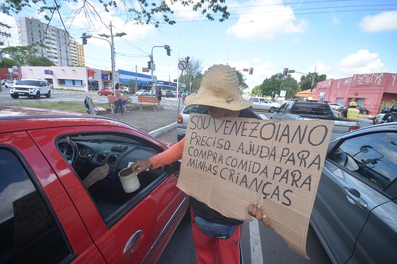 Prefeitura diz que tem orientado venezuelanos a não pedirem esmola