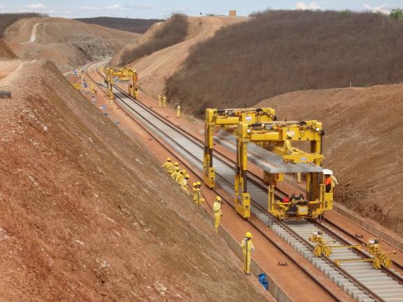 Comitê pede bloqueio de recursos para obras da Transnordestina