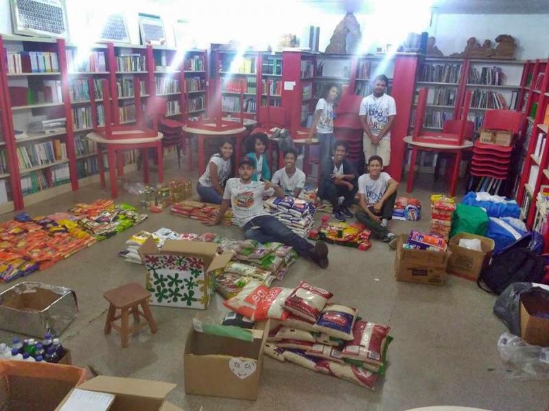 Alunos da escola Didácio Silva fazem doação de alimentos a instituições de caridade