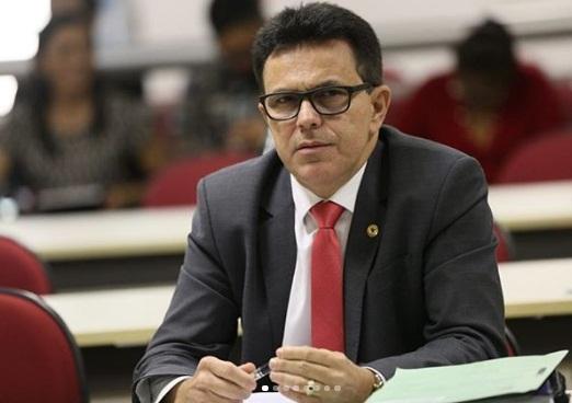 Zé Santana participa de solenidade de posse de Merlong Solano
