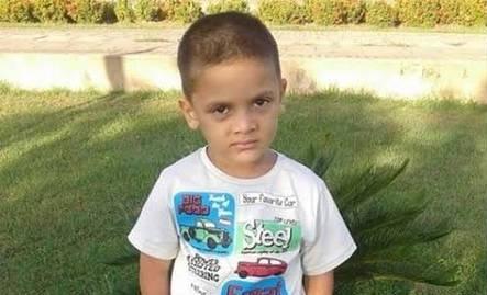 Menino de 9 anos foi decapitado vivo pela mãe e companheira