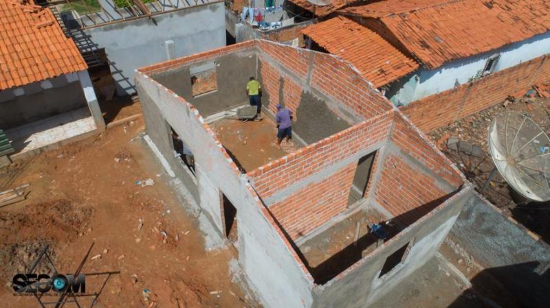 Prefeito visita obras de ampliação e reforma de escola em Miguel Alves