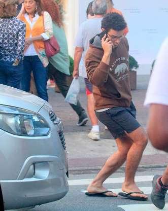 Ator Sérgio Malheiros é quase atropelado ao passar em faixa de pedestre