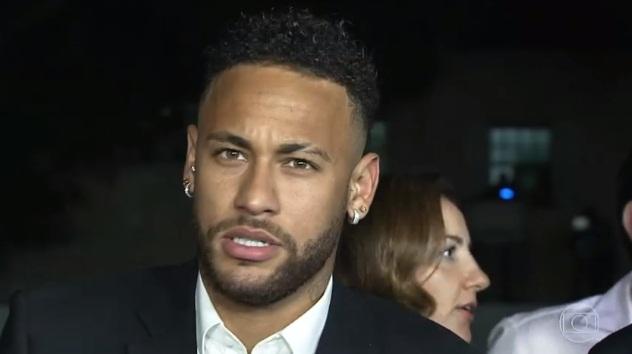 Neymar diz à polícia que usou preservativo com Najila e explica tapas