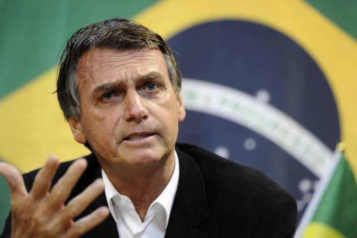Bolsonaro critica decisão de criminalizar homofobia