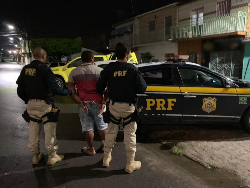 PRF prende em Alagoas, homem acusado de homicídio no Piauí