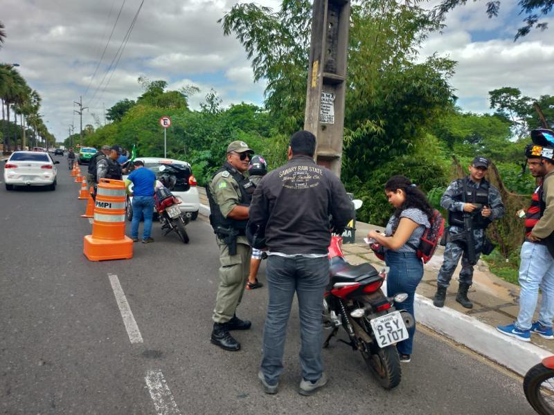 PM realiza operação 'Junho Seguro' e apreende celulares em Teresina