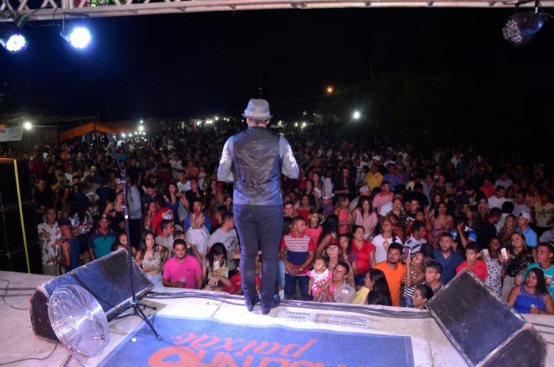Paulinho Paixão encerrou festejos no povoado Santo Antônio em Água Branca