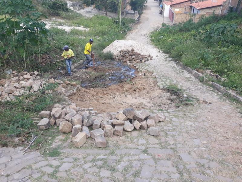 Infraestrutura realiza recuperação de pavimentação no bairro Tiberão