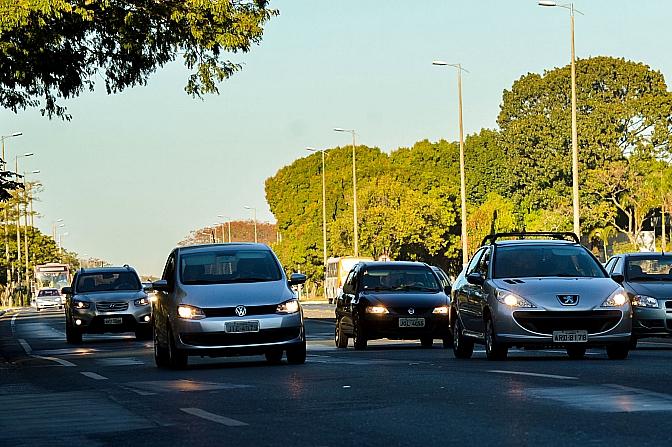Comissão aprova 45 dias a mais de anistia a quem dirigiu sem farol ligado em rodovias