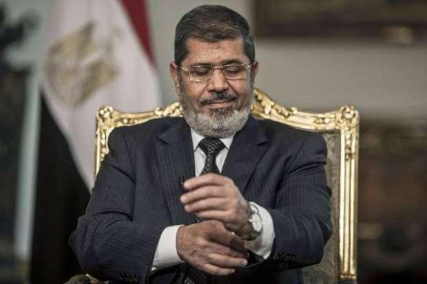 Ex-presidente do Egito morre durante sessão de julgamento