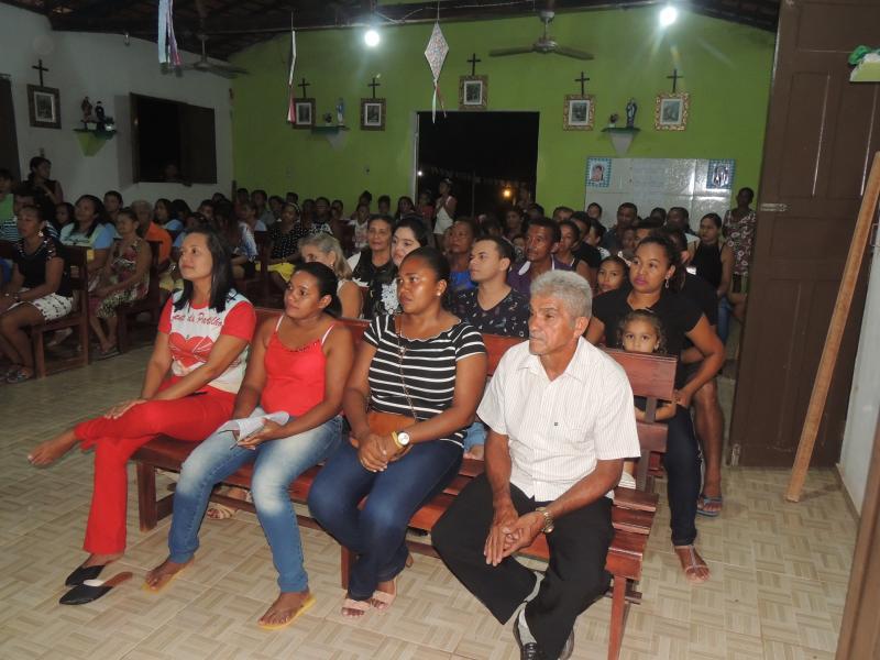 Fiéis na Segunda Novena de São João Batista no bairro vermelha (Foto:RF Fotografias)