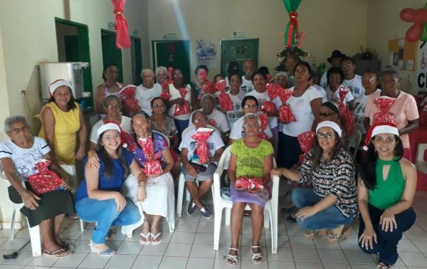CRAS realiza confraternização natalina do Grupo de Idosos