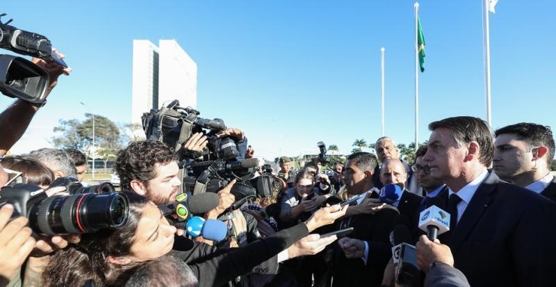 Se quer levar mais de 10 quilos, pague, sem problema nenhum, diz Bolsonaro