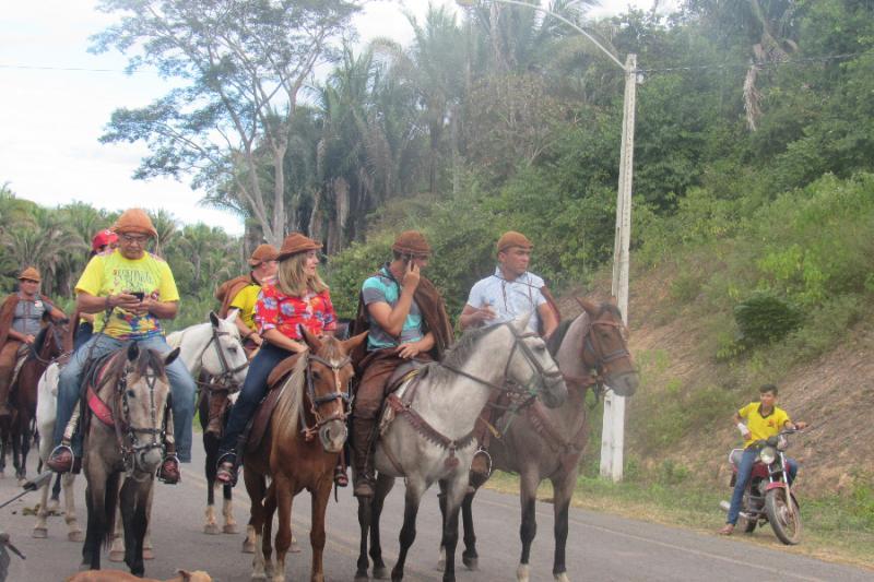 Prefeita Vilma Lima, participando da cavalgada dos vaqueiros, em 2018 (Foto: Leônidas Silva)